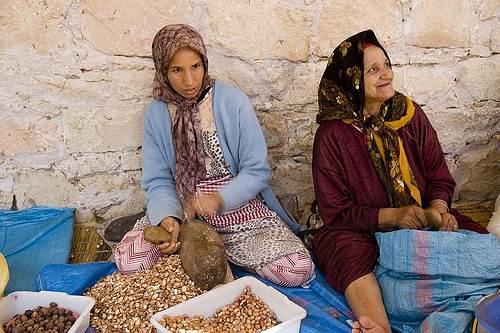mujeres con semillas de Argán