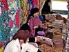 detalle-de-mujer-berebere-tratando-el-fruto-del-argan