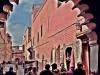 arco-con-gente-en-una-calle-del-zoco