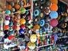 tienda-de-platos-y-productos-varios-en-el-zoco-de-marrakech