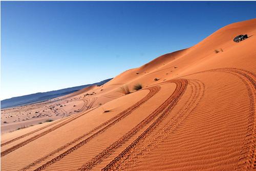 Ouzina, viaje al desierto por la ruta prohibida