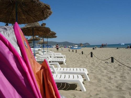 La popular playa de Martil