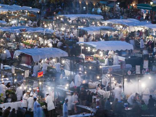 Comer en el mercado de  Jema el Fnaa